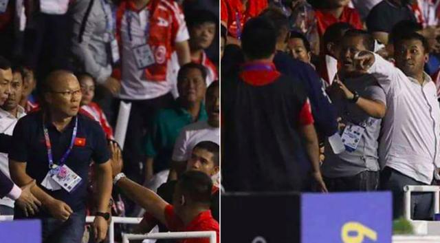 Hình ảnh chứng tỏ thầy Park bảo vệ học trò ngay cả khi đã bị thẻ đỏ và phải ngồi trên khán đài? - Ảnh 1.