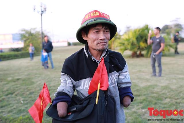 [Trực tiếp] Đón U22 Việt Nam và ĐT nữ Việt Nam: CĐV đốt nóng không khí sân bay Nội Bài - Ảnh 10.