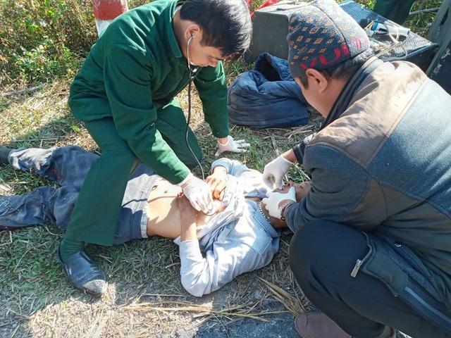 Nghệ An: Xe chở đoàn người khuyết tật đi làm từ thiện đâm vào vách núi, 5 người thương vong - Ảnh 4.