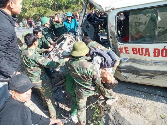 Nghệ An: Xe chở đoàn người khuyết tật đi làm từ thiện đâm vào vách núi, 5 người thương vong - Ảnh 2.