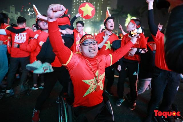 Nhìn lại những cảm xúc của CĐV Hà Nội trong trận chung kết đầy thuyết phục của ĐT Việt Nam - Ảnh 3.