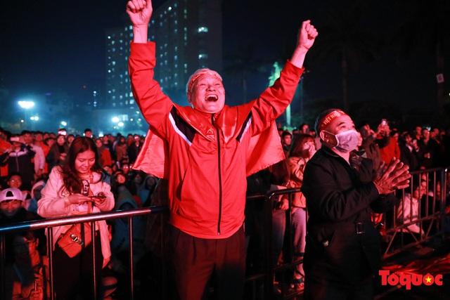 Nhìn lại những cảm xúc của CĐV Hà Nội trong trận chung kết đầy thuyết phục của ĐT Việt Nam - Ảnh 5.