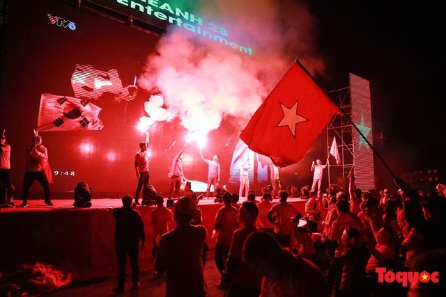 Nhìn lại những cảm xúc của CĐV Hà Nội trong trận chung kết đầy thuyết phục của ĐT Việt Nam - Ảnh 9.