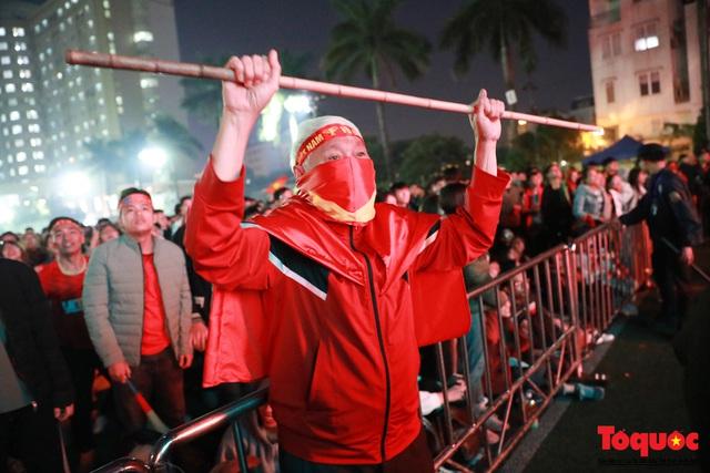 Nhìn lại những cảm xúc của CĐV Hà Nội trong trận chung kết đầy thuyết phục của ĐT Việt Nam - Ảnh 6.