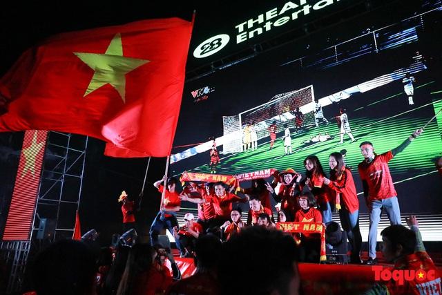 Nhìn lại những cảm xúc của CĐV Hà Nội trong trận chung kết đầy thuyết phục của ĐT Việt Nam - Ảnh 15.