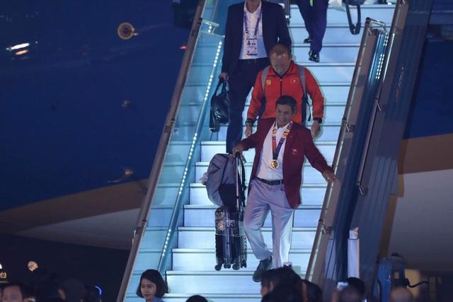 [Trực tiếp] Đón U22 Việt Nam và ĐT nữ Việt Nam: Thủ tướng Nguyễn Xuân Phúc gặp mặt ban huấn luyện, cầu thủ hai đội bóng - Ảnh 21.