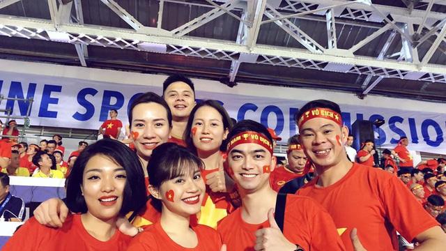 Bất ngờ cơ trưởng lái chiếc máy bay chở toàn đội tuyển quốc gia từ Philippines về nước - Ảnh 8.
