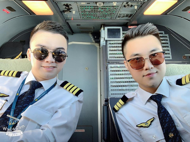 Bất ngờ cơ trưởng lái chiếc máy bay chở toàn đội tuyển quốc gia từ Philippines về nước - Ảnh 3.
