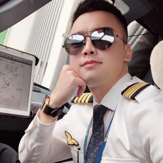 Bất ngờ cơ trưởng lái chiếc máy bay chở toàn đội tuyển quốc gia từ Philippines về nước - Ảnh 2.