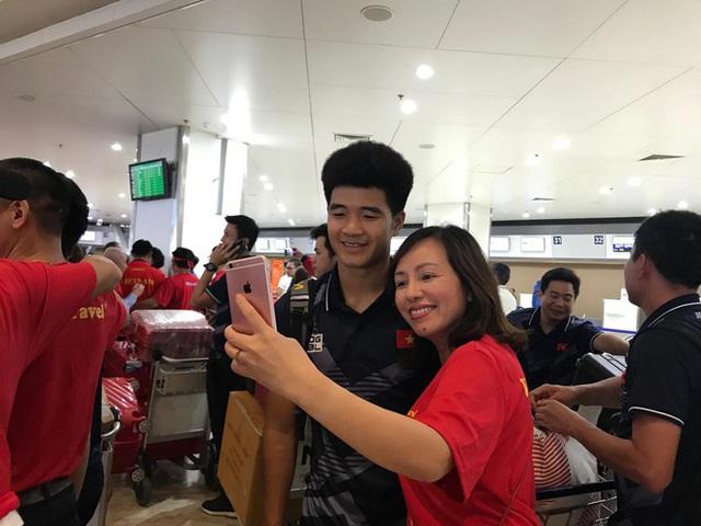 [Trực tiếp] Đón U22 Việt Nam và ĐT nữ Việt Nam mang cú đúp HCV về Tổ quốc, Lễ bế mạc SEA Games 30 - Ảnh 9.