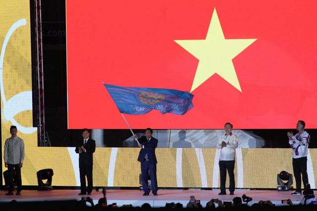 [Trực tiếp] Đón U22 Việt Nam và ĐT nữ Việt Nam: Máy bay chở các cầu thủ đã hạ cánh - Ảnh 5.