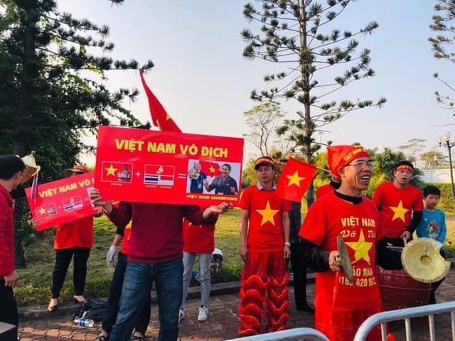 [Trực tiếp] Đón U22 Việt Nam và ĐT nữ Việt Nam mang cú đúp HCV về Tổ quốc, Lễ bế mạc SEA Games 30 - Ảnh 3.