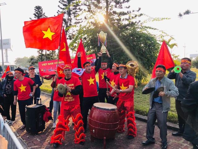 [Trực tiếp] Đón U22 Việt Nam và ĐT nữ Việt Nam mang cú đúp HCV về Tổ quốc, Lễ bế mạc SEA Games 30 - Ảnh 2.