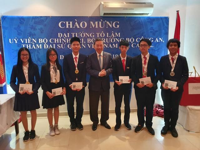 Cả 6 học sinh Việt Nam đều đoạt huy chương tại Kỳ thi Olympic Khoa học trẻ quốc tế IJSO 2019 - Ảnh 2.