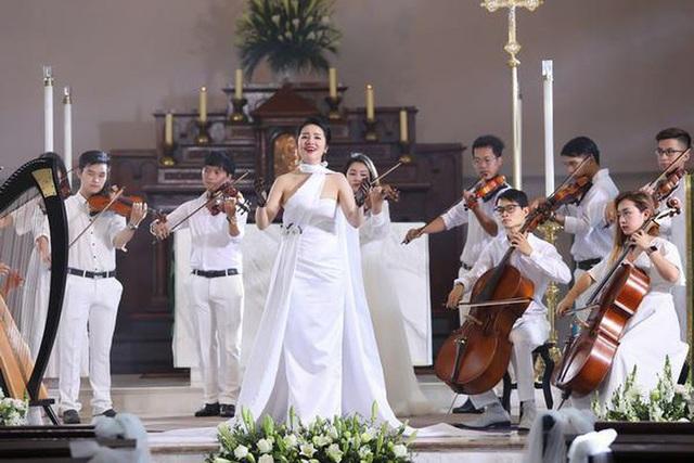 Phạm Thùy Dung chào Giáng sinh bằng CD Moon và MV Ave Maria - Ảnh 3.