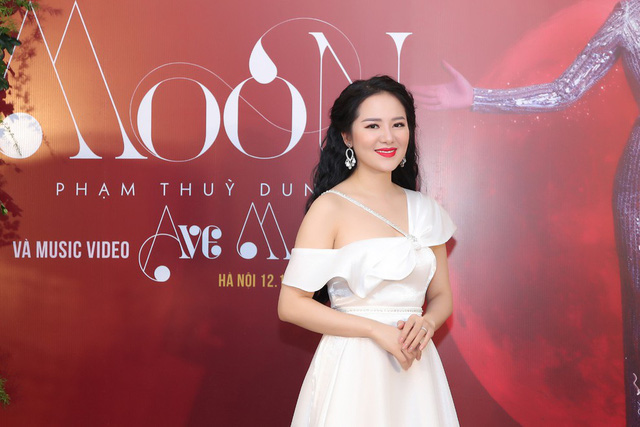 Phạm Thùy Dung chào Giáng sinh bằng CD Moon và MV Ave Maria - Ảnh 1.