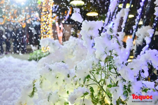 Ngắm nhìn tuyết rơi lãng mạn như trời Âu giữa đông Hà Nội - Ảnh 11.