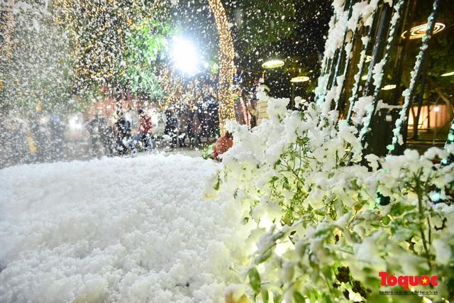 Ngắm nhìn tuyết rơi lãng mạn như trời Âu giữa đông Hà Nội - Ảnh 15.