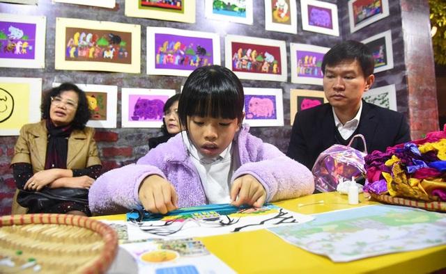 Hàng vạn du khách tham dự Lễ hội văn hóa dân gian tại Hà Nội - Ảnh 1.