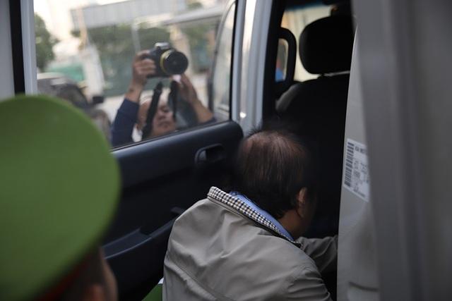 Các bị cáo vụ án AVG rời tòa sau ngày xét xử đầu tiên - Ảnh 6.