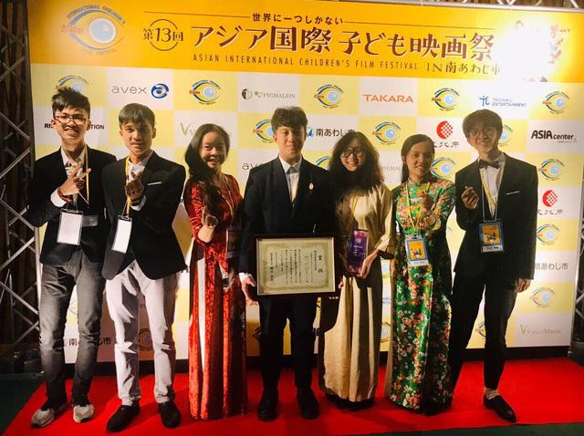 Bộ trưởng Nhật Bản khen ngợi bộ phim giành giải xuất sắc của học sinh trường Việt Đức, Hà Nội - Ảnh 1.