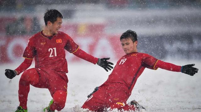 Bàn thắng 'Cầu vồng trong tuyết' của Quang Hải đang đè bẹp đối thủ để tiến tới là biểu tượng giải U23 châu Á - Ảnh 1.