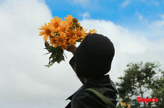 Ngập tràn sắc hoa Dã Quỳ trên cao nguyên mộng mơ - Ảnh 3.