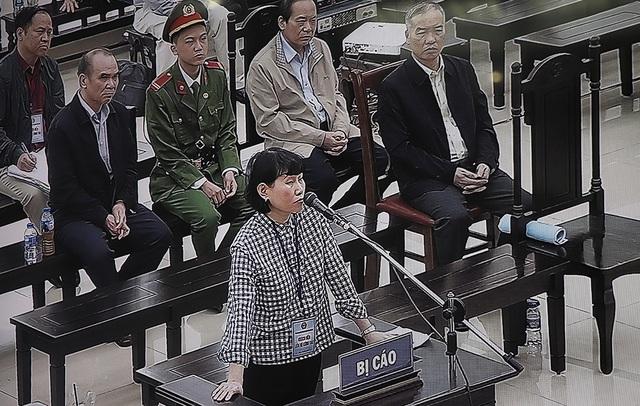 Bị cáo Phan Thị Mai Hoa: Ông Phạm Nhật Vũ rất gay gắt khi tôi nói giá trị sổ sách của AVG chưa bằng 1/10 mức giá mua - Ảnh 1.