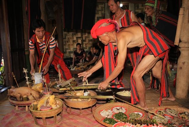 Lễ hội Aza Koonh được công nhận là Di sản văn hóa phi vật thể quốc gia - Ảnh 1.