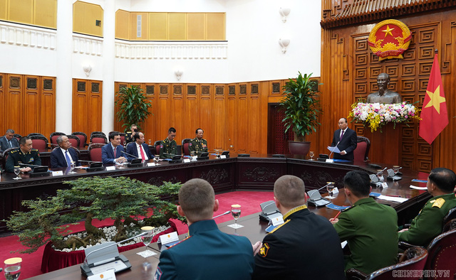 Thủ tướng Nguyễn Xuân Phúc tiếp lãnh đạo Bộ Quốc phòng, quân đội các nước - Ảnh 2.