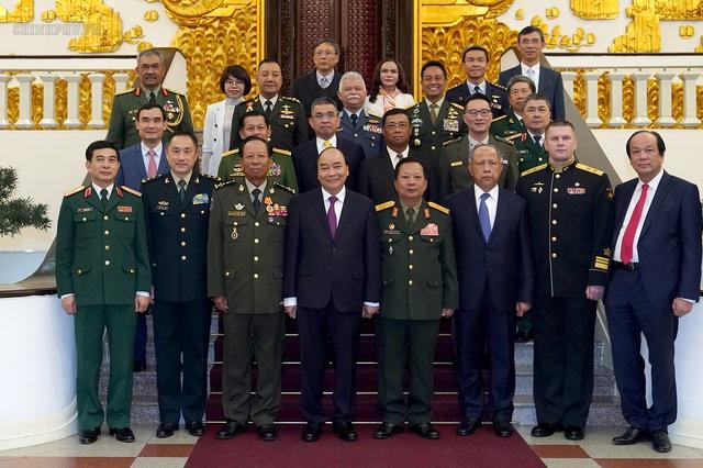 Thủ tướng Nguyễn Xuân Phúc tiếp lãnh đạo Bộ Quốc phòng, quân đội các nước - Ảnh 3.