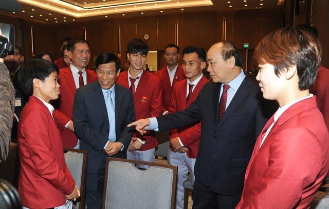 """Thủ tướng Nguyễn Xuân Phúc: """"Hình ảnh lá cờ đỏ sao vàng được kéo lên tại SEA Games đã mang lại một niềm xúc động, cảm xúc mạnh mẽ"""" - Ảnh 1."""