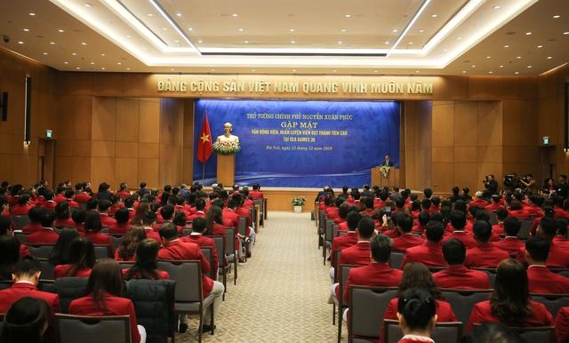 """Thủ tướng Nguyễn Xuân Phúc: """"Hình ảnh lá cờ đỏ sao vàng được kéo lên tại SEA Games đã mang lại một niềm xúc động, cảm xúc mạnh mẽ"""" - Ảnh 4."""