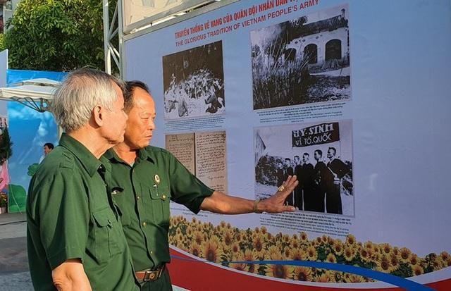 Triển lãm tranh cổ động kỷ niệm ngày thành lập Quân đội nhân dân Việt Nam - Ảnh 1.