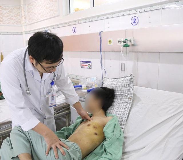 Hút thuốc lá 5 năm, chàng trai 23 tuổi phải nhập viện cấp cứu - Ảnh 1.