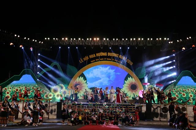 Chính thức khai mạc Lễ hội hoa hướng dương năm 2019 - Ảnh 1.