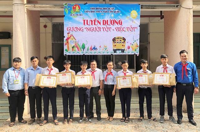 Bảy học sinh được tuyên dương, khen thưởng vì hành động đẹp - Ảnh 1.