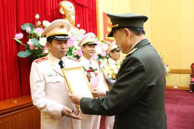 Bộ trưởng Tô Lâm trao quyết định phong hàm Thiếu tướng cho Giám đốc Công an Hải Phòng - Ảnh 1.
