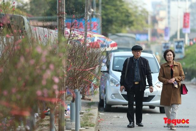 Đào Nhật Tân xuống phố đón Tết Dương lịch - Ảnh 11.