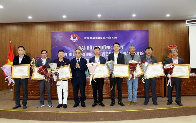 VFF khen thưởng cho các tập thể, cá nhân xuất sắc trong năm 2019 - Ảnh 1.