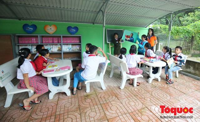 Học sinh tiểu học Kỳ Lâm thích thú với Thư viện xanh do Bảo hiểm PTI trao tặng - Ảnh 11.