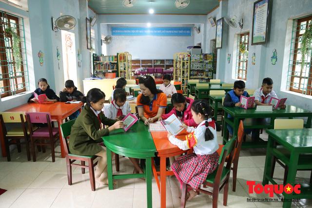 Học sinh tiểu học Kỳ Lâm thích thú với Thư viện xanh do Bảo hiểm PTI trao tặng - Ảnh 15.