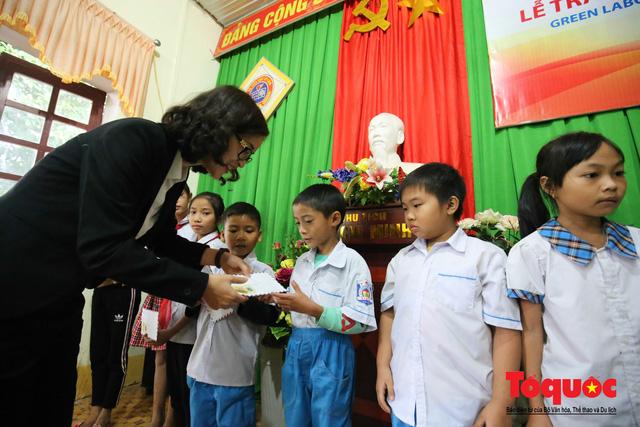 Học sinh tiểu học Kỳ Lâm thích thú với Thư viện xanh do Bảo hiểm PTI trao tặng - Ảnh 3.