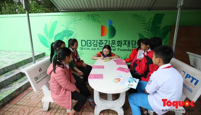 Học sinh tiểu học Kỳ Lâm thích thú với Thư viện xanh do Bảo hiểm PTI trao tặng - Ảnh 12.
