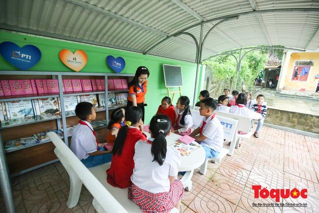 Học sinh tiểu học Kỳ Lâm thích thú với Thư viện xanh do Bảo hiểm PTI trao tặng - Ảnh 7.