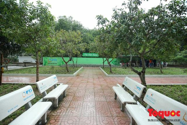 Học sinh tiểu học Kỳ Lâm thích thú với Thư viện xanh do Bảo hiểm PTI trao tặng - Ảnh 6.