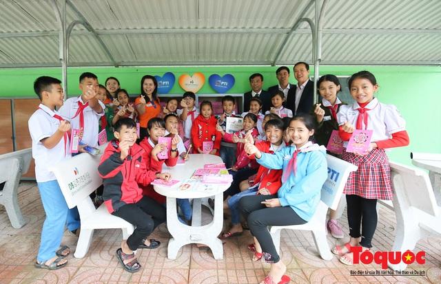 Học sinh tiểu học Kỳ Lâm thích thú với Thư viện xanh do Bảo hiểm PTI trao tặng - Ảnh 17.