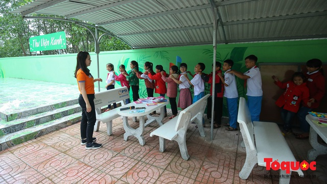 Học sinh tiểu học Kỳ Lâm thích thú với Thư viện xanh do Bảo hiểm PTI trao tặng - Ảnh 13.