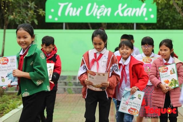 Học sinh tiểu học Kỳ Lâm thích thú với Thư viện xanh do Bảo hiểm PTI trao tặng - Ảnh 14.