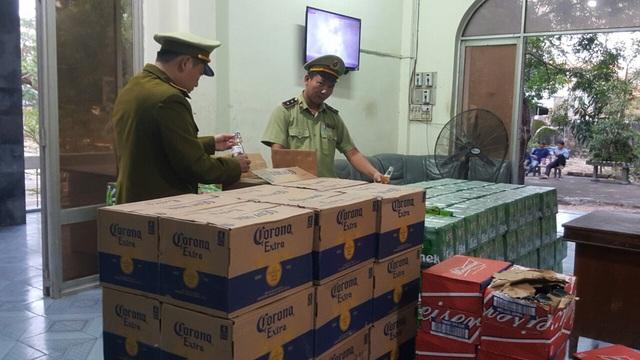 Thu giữ hơn 4.000 chai bia mang nhãn hiệu Heineken, Corona, Budueiser  - Ảnh 1.